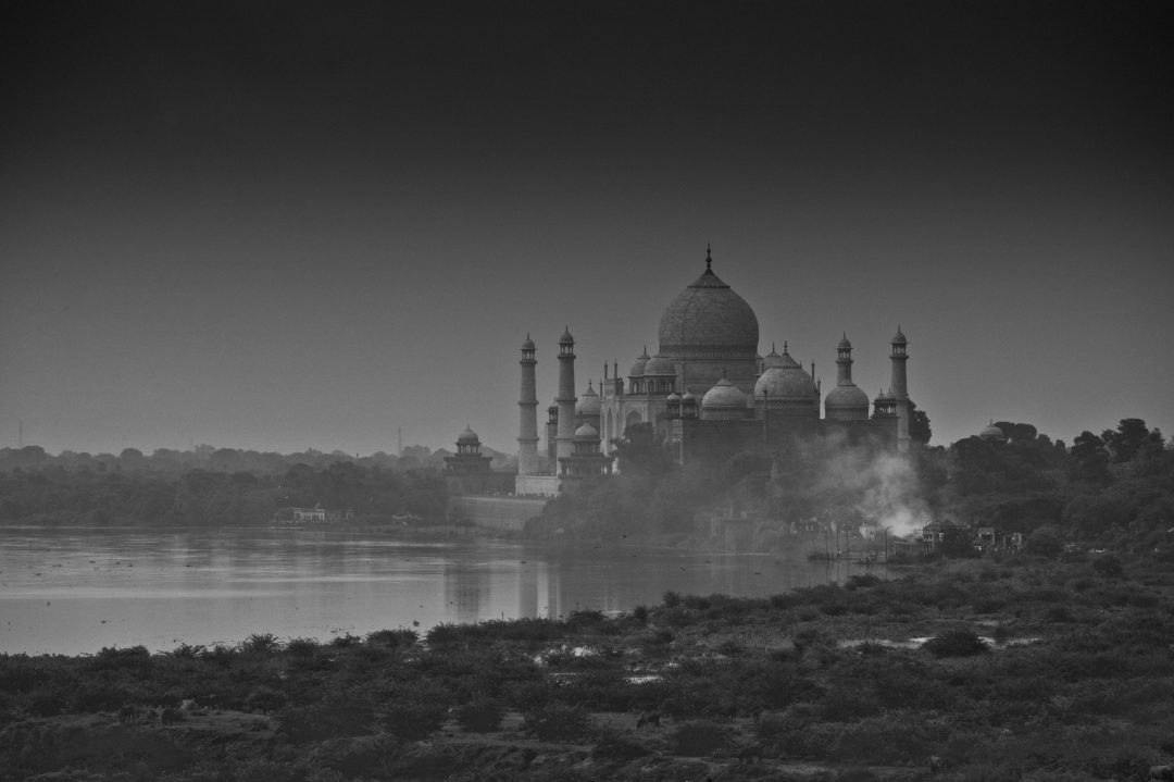India's famous landmark taj mahal